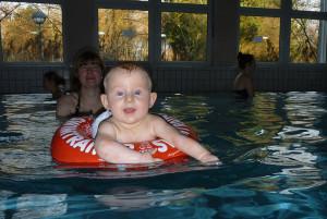 Baby-Schwimmkurs mit Schwimmreif